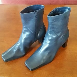 Beautiful Nine West Winsource short boots